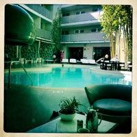 Photo taken at Avalon Hotel Beverly Hills by Mikko on 5/25/2012