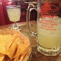 Foto tirada no(a) Tommy's Mexican Restaurant por Kathryn H. em 2/28/2012