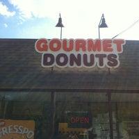 5/13/2012にMatt D.がGourmet donutsで撮った写真