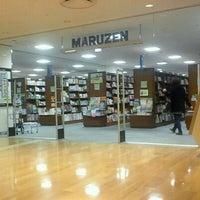 Das Foto wurde bei Maruzen von Namikazeshoten am 2/25/2012 aufgenommen