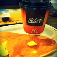 Photo taken at McDonald's / McCafé by Adia P. on 2/17/2012