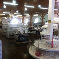 Photo taken at Oxford Porcelanas by Emerson N. on 3/24/2012