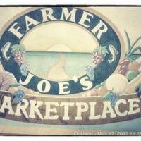 Foto tirada no(a) Farmer Joe's Marketplace por Eddan K. em 5/12/2012