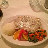 Foto tomada en Casa Loma Restaurant Bar por Joel A. el 6/22/2012