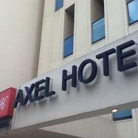Foto tomada en Axel Hotel por Ale. F. el 8/23/2012