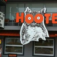 Foto tomada en Hooters por Jose N. el 5/18/2012