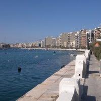 Photo prise au Gardens Sliema Sea Front par Natalia M. le6/13/2012