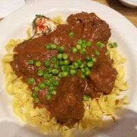 Foto tirada no(a) Junior's Restaurant & Bakery por Melinda R. em 7/4/2012