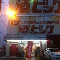 Photo taken at 酒ビッグ by Tsuyoshi E. on 3/5/2012