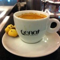 Photo taken at Genot Cafés Especiais by Moisés S. on 4/28/2012
