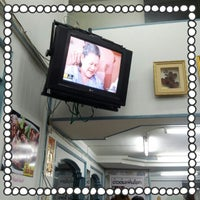Photo taken at ร้านข้าวต้ม เพิ่มโชค by aey O. on 8/30/2012