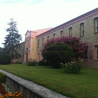 Photo taken at T.C. İstanbul Sabahattin Zaim Üniversitesi by Abdullah on 8/15/2012