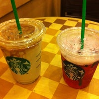 Photo taken at Starbucks by Piyathep ร. on 8/18/2012