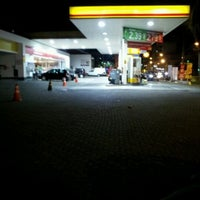 Photo taken at Posto Bela Jóia by Gabriel d. on 2/20/2012