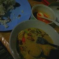 Photo taken at Sop Kaki Kambing Pak Obenk by Imawan S. on 6/13/2012