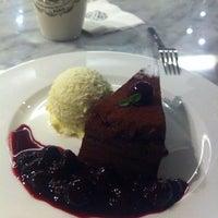 3/17/2012에 Soyeon Kimberly Y.님이 PARIS CROISSANT Café에서 찍은 사진