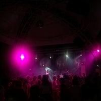 8/14/2012 tarihinde Özlem A.ziyaretçi tarafından Night Club'de çekilen fotoğraf