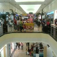 Foto tirada no(a) C.C. RioCentro Sur por Eduardo B. em 3/4/2012