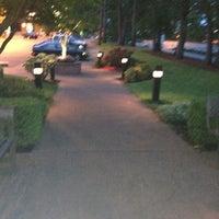 Das Foto wurde bei Oswego Grill von Super S. am 5/23/2012 aufgenommen