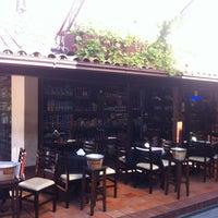 Foto tirada no(a) Bordeaux Adega e Bistrô por Daniel S. em 7/22/2012