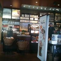 6/17/2012 tarihinde Marc S.ziyaretçi tarafından Starbucks'de çekilen fotoğraf