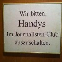 Das Foto wurde bei Journalisten-Club von Christoph am 8/28/2012 aufgenommen