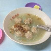 Photo taken at Bakso Langgeng by Andhika S. on 3/30/2012