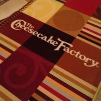 Foto scattata a The Cheesecake Factory da Hasheem T. il 8/17/2012