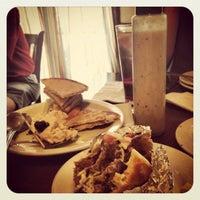6/7/2012 tarihinde Aimee d.ziyaretçi tarafından Samos Restaurant'de çekilen fotoğraf