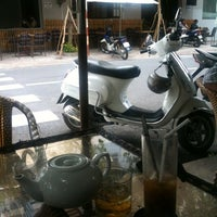 Photo taken at Cafe Thang Long 1 by Toan T. on 5/5/2012