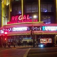 รูปภาพถ่ายที่ Regal Cinemas LA LIVE Stadium 14 โดย John V. เมื่อ 5/12/2012