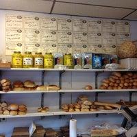 Das Foto wurde bei Parisi Bakery Delicatessen von leon s. am 4/23/2012 aufgenommen