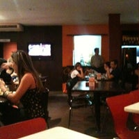 Photo taken at Pizza Hut by Álvaro Jaffé Cruz B. on 7/9/2012