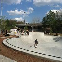 Foto tomada en Historic Fourth Ward Skatepark por Lysa F. el 3/17/2012