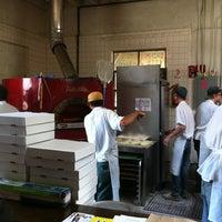 Das Foto wurde bei Roberta's Pizza von Algernon B. am 6/24/2012 aufgenommen