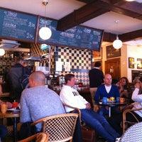 Das Foto wurde bei Café Tin Tin Tango von Antti am 6/2/2012 aufgenommen