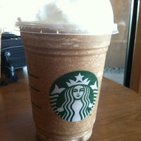 Foto tirada no(a) Starbucks por Jon D. em 3/22/2012