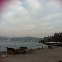 Das Foto wurde bei Kandilli Sahili von Özge Ş. am 2/22/2012 aufgenommen