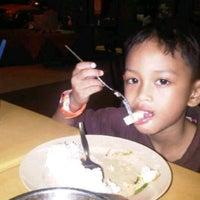 Photo taken at Restoran Vicchuda Meru Indah by Zahrullail A. on 2/25/2012