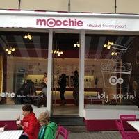 Photo taken at Moochie Frozen Yogurt by Joel C. on 9/2/2012