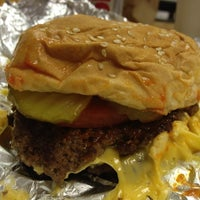 Photo taken at Five Guys by 🔥ɖⓐNⓙƲι🔥 . on 8/16/2012