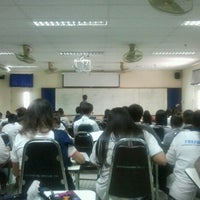 Photo taken at คณะวิทยาศาสตร์และเทคโนโลยี มหาวิทยาลัยเทคโนโลยีราชมงคลธัญบุรี by ????? ?. on 2/29/2012