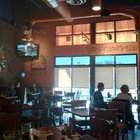 Foto tomada en La Parrilla Mexican Restaurant por Cassandra B. el 3/5/2012