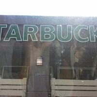 Foto tirada no(a) Starbucks por Kory P. em 9/8/2012