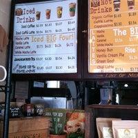 Foto tirada no(a) Rise Up Coffee por Melodie H. em 3/19/2012