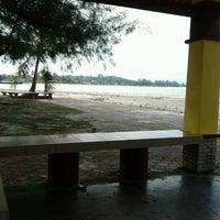 Foto tirada no(a) Pantai Mersing por Shabhattul S. em 3/31/2012
