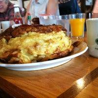 Foto tirada no(a) Oak Table Cafe por Daniel S. em 7/31/2012