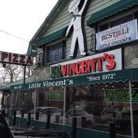 รูปภาพถ่ายที่ Little Vincent's Pizza โดย Shawn C. เมื่อ 2/18/2012