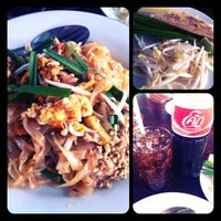 Photo taken at ศูนย์อาหารบัวขาว by Giftzy P. on 7/24/2012