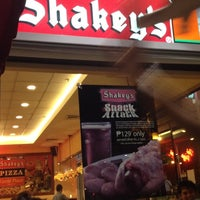 Photo taken at Shakey's by Mariz A. on 3/17/2012